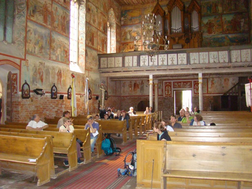 wnętrze kościoła w Małujowicach