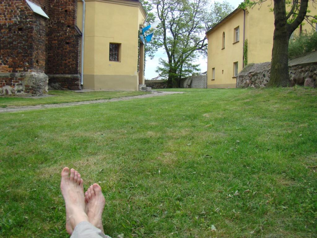 odpoczynek pod kościołem