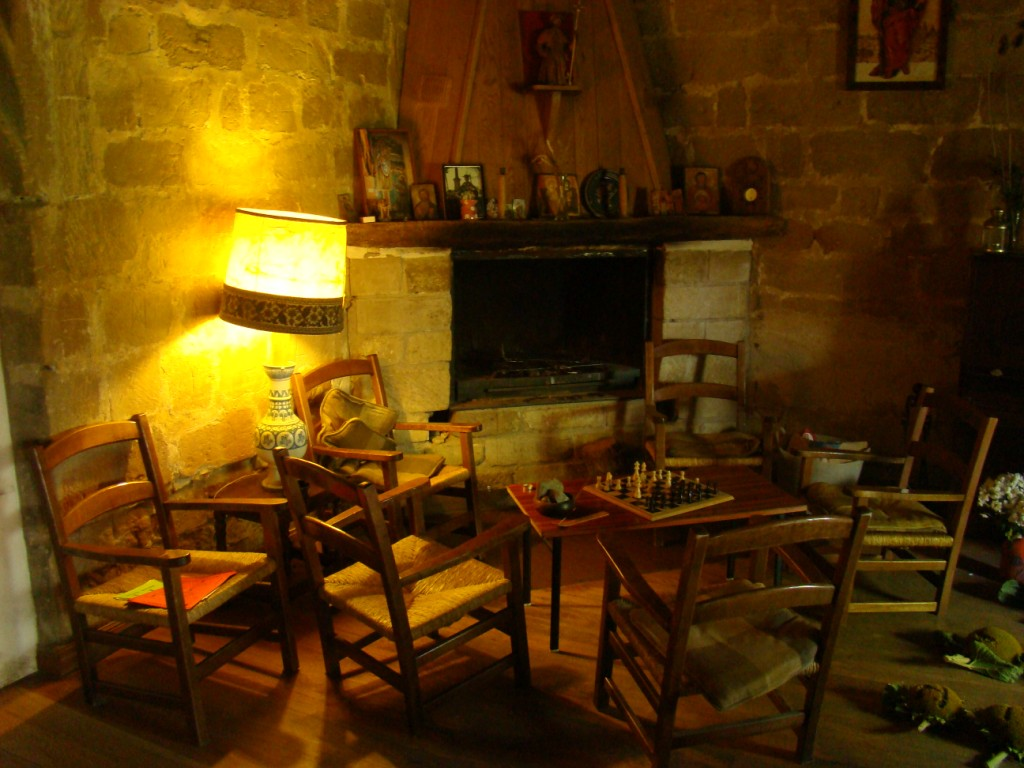 wnętrze schroniska w wieży kościoła w Granon