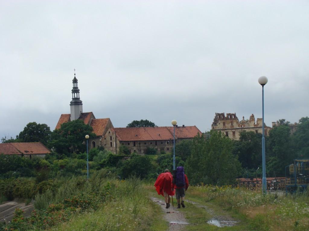 kościół i ruiny pałacu w Borzygniewie