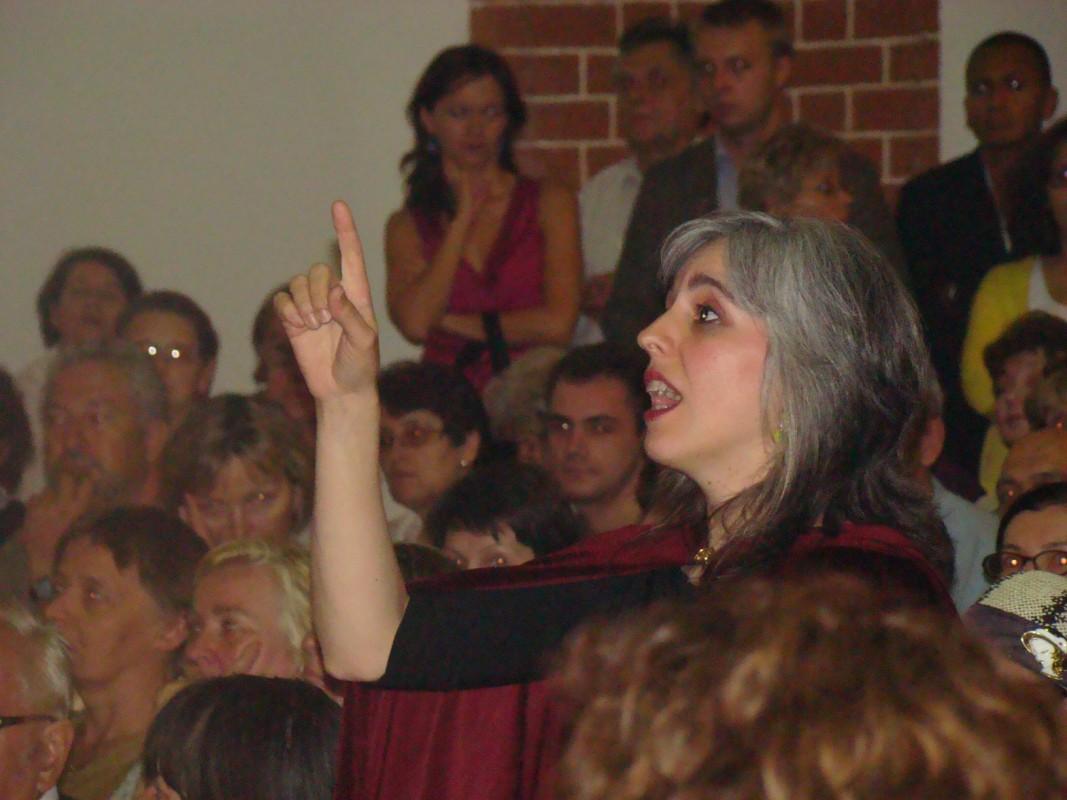 Julia Cea- dyrygentka chóru