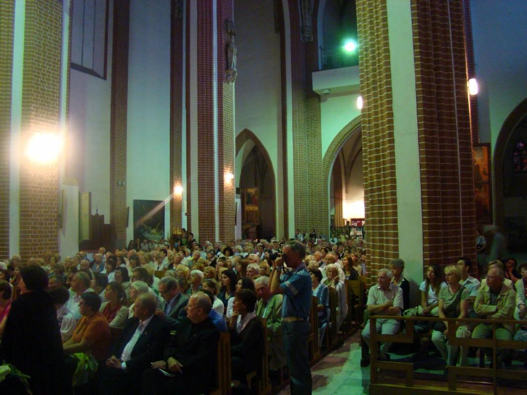 kościół NMP na Piasku wypełniony po brzegi