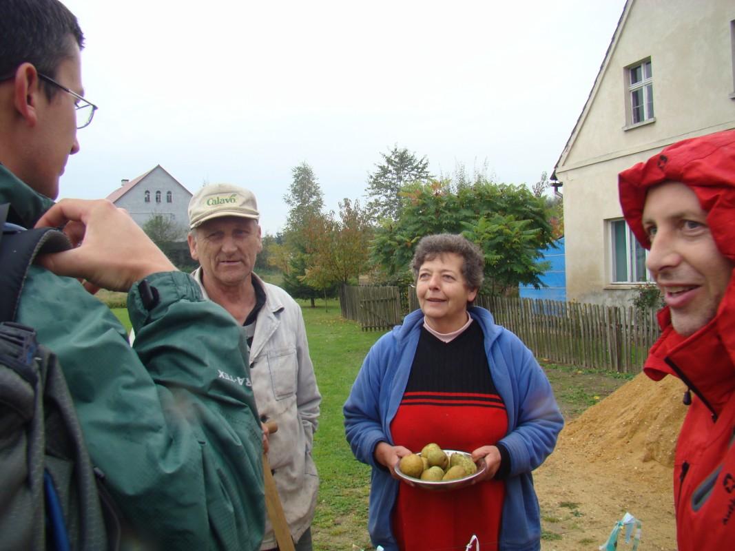spotkanie z tambylcami i darmowe gruszki