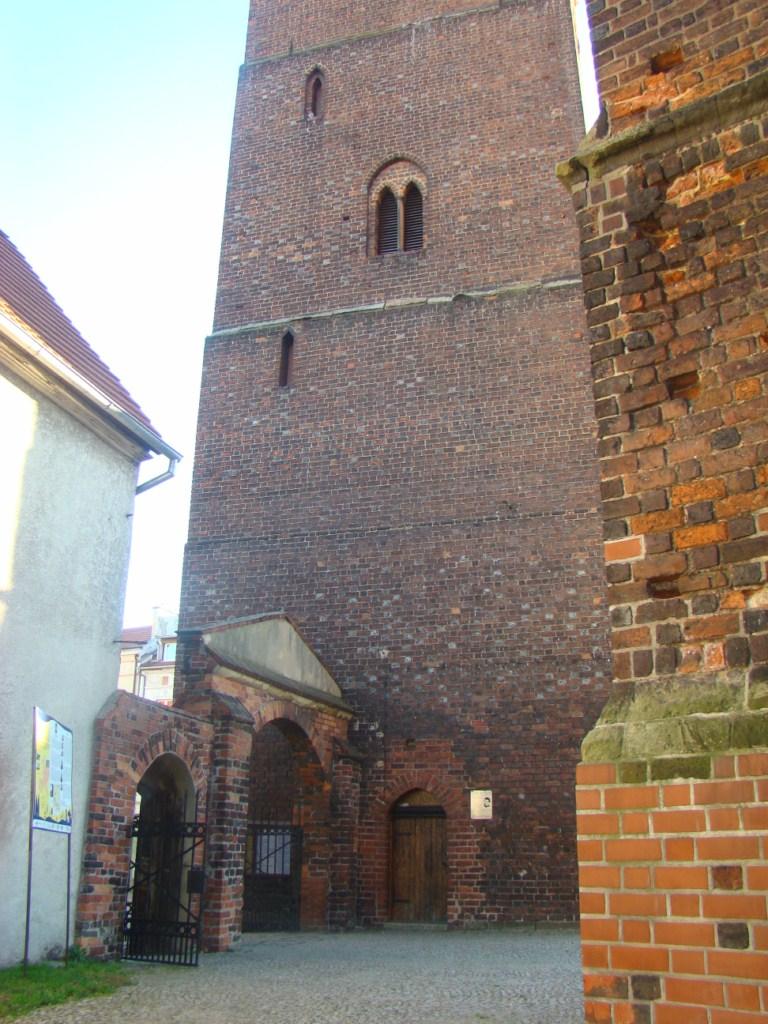 Tablica Camino de Santiago przy kościele św. Andrzeja