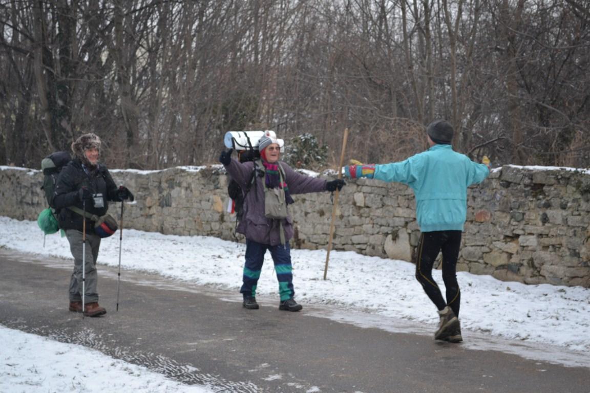 Pielgrzymi i maratończyk w Sobótce
